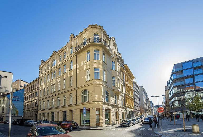 Welcome to hotel golden crown hotel golden crown for W hotel prague